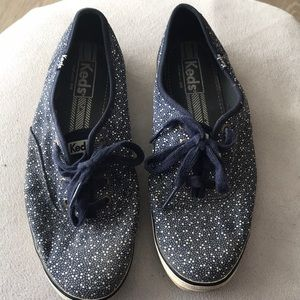 EUC Navy Keds with white scattered spots size 8